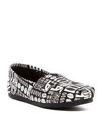 NIB Toms Classic Slip-On Shoe 6.5 $55