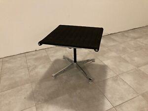 EA Aluminium Chair 125, Hocker für LoungeSessel. Schwarz, ca. 30 Jahre alt