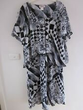 VIVID BLACK AND WHITE FLOWING FLORAL  Dress  Size 20