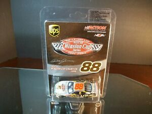 Dale Jarrett #88 UPS The Victory Lap 2003 Ford Taurus 1:64 5,328 Action