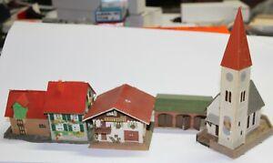 Faller o.a.  H0 zwei Einfamilienhäuser, eine Kirche und eine Fahrzeughalle