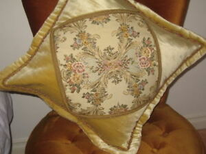 ELEGANT TAPESTRY CUSHION COVER FROM GERMANY