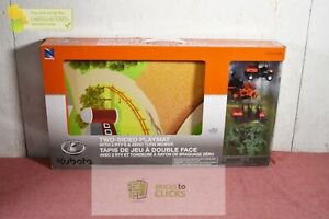New-Ray SS-33243 Kubota Lawn Mower Landscape Set With Play Mat