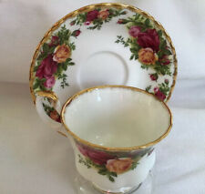 VINTAGE 1962 ROYAL ALBERT ENGLAND OLD COUNTRY ROSES BONE CHINA TEA CUP & SAUCER