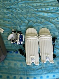 Puma Youth Right hand cricket kit (Bag, Pads and Gloves)