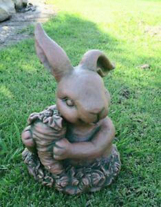 RABBIT BUNNY HOLDING A CARROT ANIMAL GARDEN STATUE ORNAMENT FIGURINE BROWN