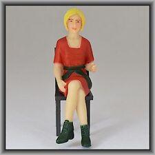 Dingler Handbemalte Figur Polyresin Spur 1 Frau sitzend, rote Bluse (100220-02)
