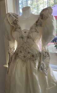 Vtg 1980's Wedding Dress / Gown Puff Shoulders Beaded Low Back Long Sleeve Sz 10