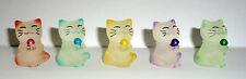 5 kleine verspielende Winkekatze Maneki Neko mit kleinen bunten Glaskugeln