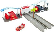 Disney Cars FBH01 Cars 3 Florida Speedway Pit Stop Playset
