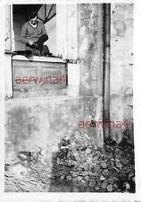 Soldat Schuhe putzen bei Litzmannstadt Polen