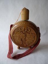 Ancienne gourde à liqueur  - habillage de bois sculpté - sur pied
