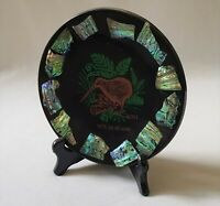 LOVELY VINTAGE C1970'S NEW ZEALAND PAUA SHELL ROUND KIWI DISPLAY PLATE ON STAND