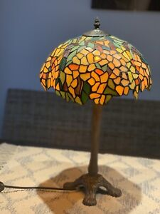 THOMAS PACCONI   Tiffany-style Wisteria Table Lamp