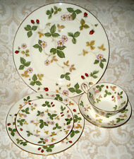 Wedgwood Wild Strawberry R 4406 Five Piece Place Setting
