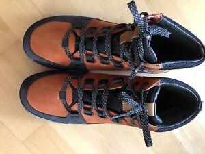 New Clarks  Unisex Black And Orange GoreTex Boots 7.5