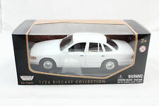 MotorMax 1998 FORD CROWN VICTORIA WHITE 1/24 DIECAST CAR