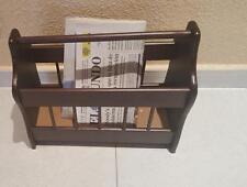 Revistero clasico de madera color nogal, periodicos revistas libros