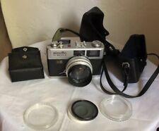 MINOLTA HI-MATIC E 40mm CAMERA w/ROKKOR QF LENS, Vivitar 49mm Lens, case & Flash