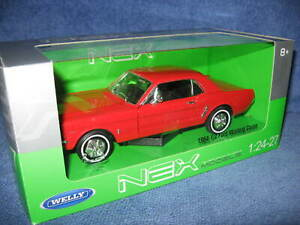1964 1/2 FORD MUSTANG COUPE  RED  1:24 WELLY OPENING DOORS & HOOD