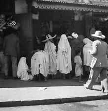 TANGER c. 1950 - Population Commerces Maroc - Négatif 6 x 6 - OST 43
