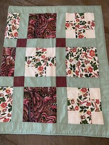 """Patchwork throw Quilt wall hang Or Throw 31.5""""x50"""" Green border Pre-owned."""