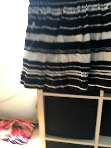 Banana Republic Size 10 US 6 Black And White Skirt (S8)