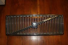 VOLVO 740 85-89 1985-89 VOLVO 760 83-87 1983-87 GRILLE WITH EMBLEM