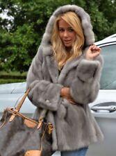 Manteau court en gris, fourrure de vison d'elevage, sur commande, sur mesure