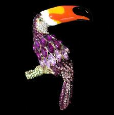 Große Brosche prächtiger Tukan auf Ast Vogel, lila Kristalle goldfarben