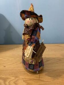 SCARECROW LADY SMALL CUTE DECOR DECORATION FOR FALL / THANKSGIVING / HALLOWEEN