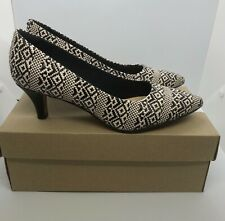 Clarks Ladies Court Shoes Size 5.5 UK 39 EU Linvale Jerica Black Interest D Fit
