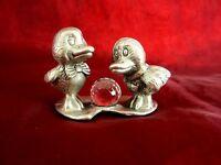alte Zinnfigur Miniatur Figur mit Glasstein Enten 5 cm Zinn 77 g Sammlerstück