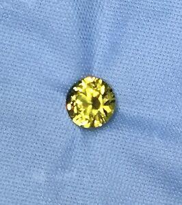 Flawless 2.86 Ct Round Brilliant Cut Deep Yellow Sapphire