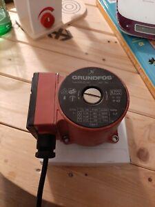 Moteur de pompe / circulateur GRUNDFOS UPS 25-40 180 Occasion fonctionnel