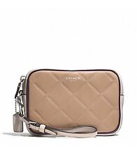 COACH LEGACY EMBOSSED QUILTED LEATHER FLIGHT WRISTLET F50037 Khaki New