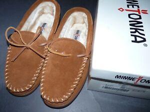 Men's Minnetonka 3902 Pile Lined Hardsole Brown Moccasin Slippers 7 Medium (D)