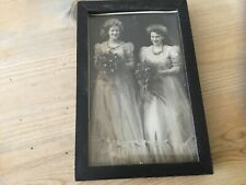 VINTAGE WOODEN PHOTO FRAME WITH BLACK & WHITE PICTURE A/F BRITISH MADE