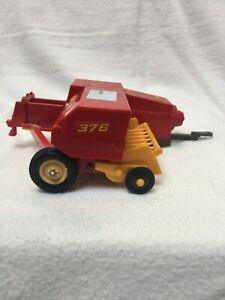 Britains Ltd 'New Holland' Hay Baler 376 Farm Vehicle Toy