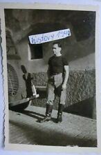 Foto mit Soldat vor Beute - LKW in Frankreich. (25)