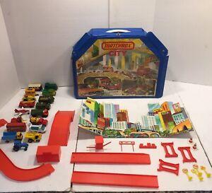 Vintage Lesney Matchbox City Car Garage Playset 1978 Accessories & 17 Cars Lot