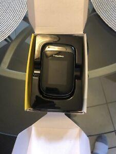 BlackBerry Style 9670 - Grey (Sprint) Smartphone Flip Phone