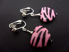 A PAIR OF ACRYLIC BLACK & PINK ZEBRA PRINT HEART DANGLY CLIP ON EARRINGS. NEW.