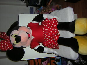MINNIE MOUSE CUDDLY TOY 30' TALL FROM DISNEYLAND PARIS 1996