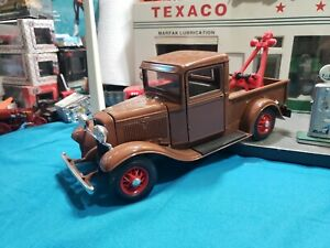 1934 Ford Pick Up Truck Wrecker BROWN Road Legends 1:18 BEAUTIFUL NICE TRUCK