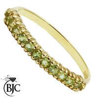 BJC 9 ct peridoto y oro amarillo Media Eternidad tamaño Q 1/2