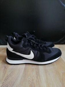 neuwertiger Nike Sneaker EUR 42 Internationalist Mid 859478-001 black and white