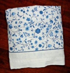 VINTAGE CANNON BLUE & WHITE COUNTRY CALICO FLORAL (1) TWIN FLAT SHEET 64 X 92