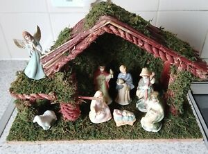 Vintage Wooden Christmas Nativity Stable with 8 Nativity Figures