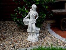 Steinfigur Putte Mädchen mit 2 Körben quadratisch grau patiniert